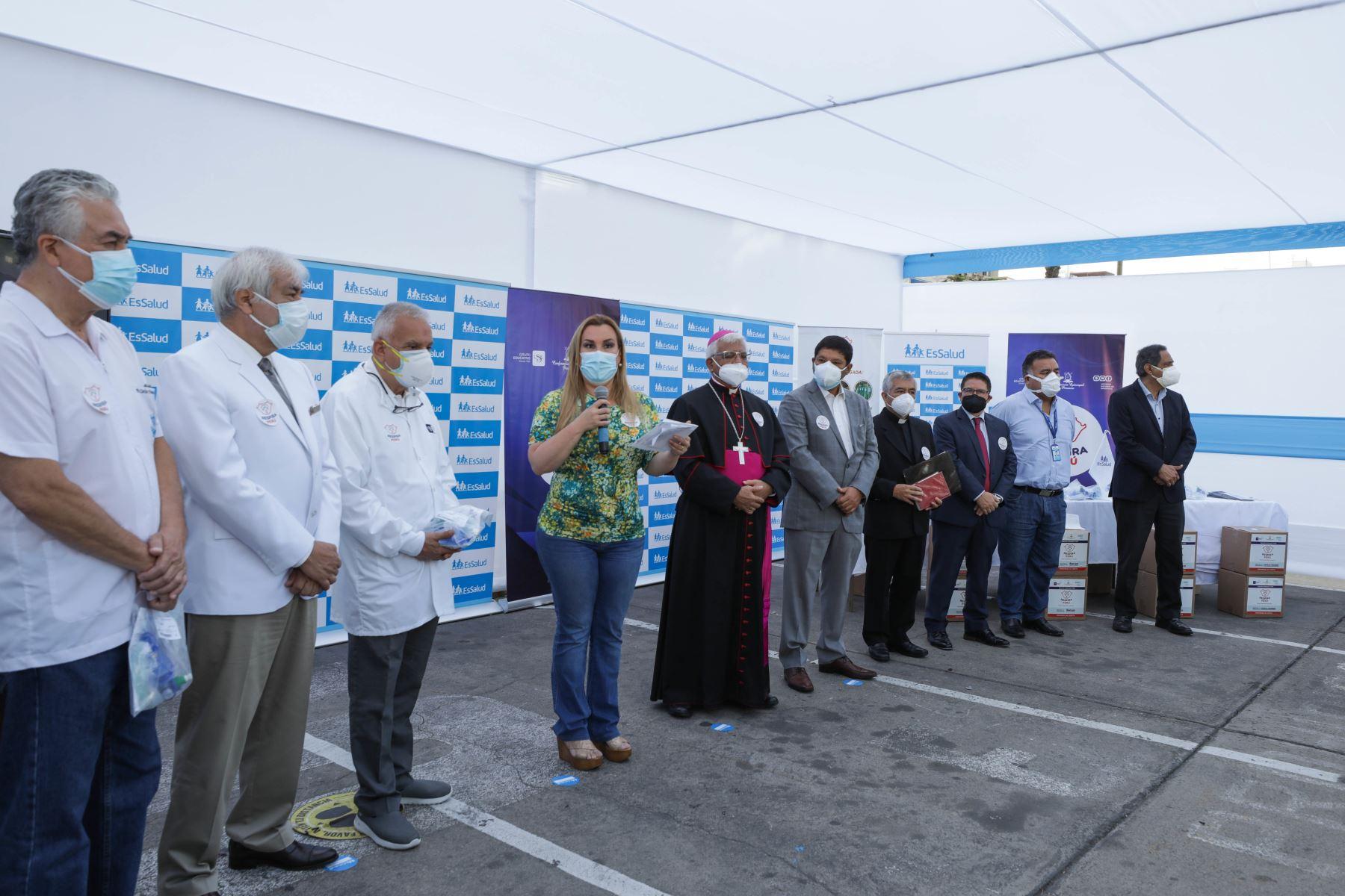 La presidenta de Essalud Fiorella, Molinell, recibió una donación de 680 respiradores mecánicos personales, para reforzar el trabajo que siguen realizando los médicos y todo el personal sanitario de los hospitales de dicha institución en esta segunda ola de contagios de covid-19. Foto: ANDINA/ Essalud.