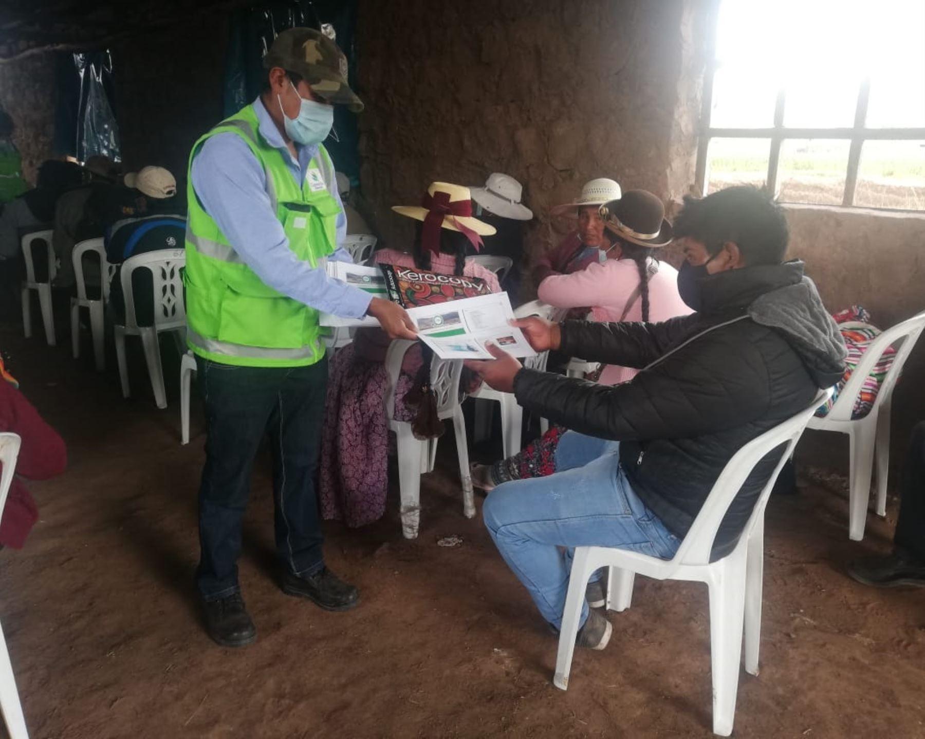 Especialistas de la empresa Activos Mineros capacitaron en monitoreo ambiental a pobladores de distrito de Mañazo, región Puno. ANDINA/Difusión