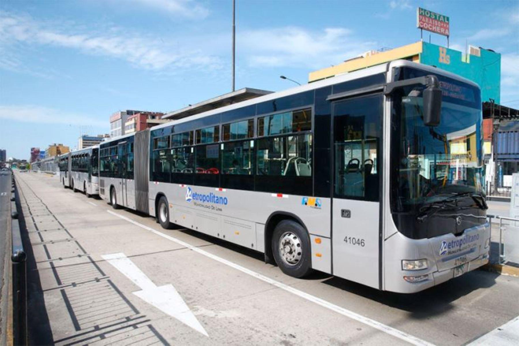 Buses del Metropolitano en la estación Quilca, en el centro de Lima. ANDINA/Difusión