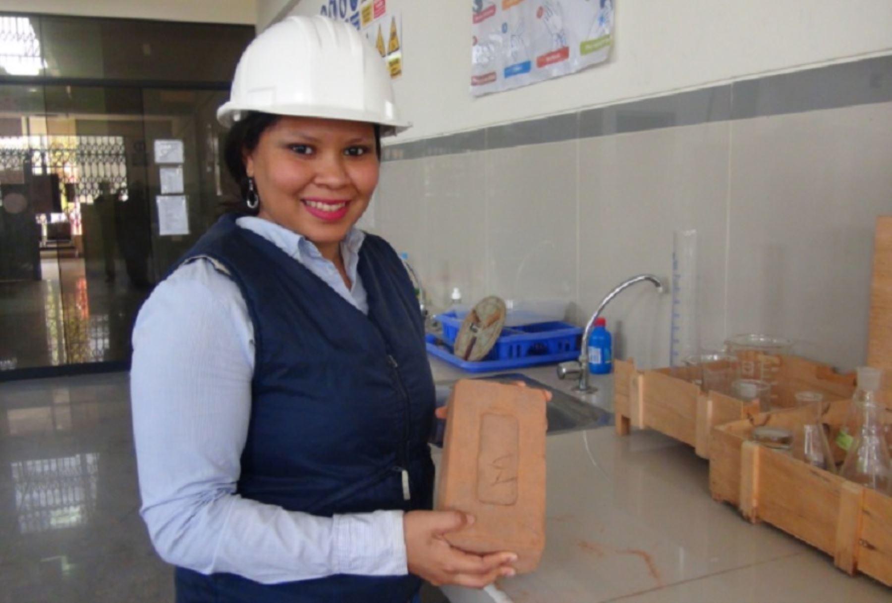 Ingeniera civil Maritza Carolina Zapata Altamirano creó un ladrillo hecho con lodo orgánico extraído de la bahía El Ferrol de Chimbote. La invención le valió la medalla de bronce y dejar en alto al Perú en la Feria Internacional de Invenciones de Corea del Sur-KIWIE 2020.