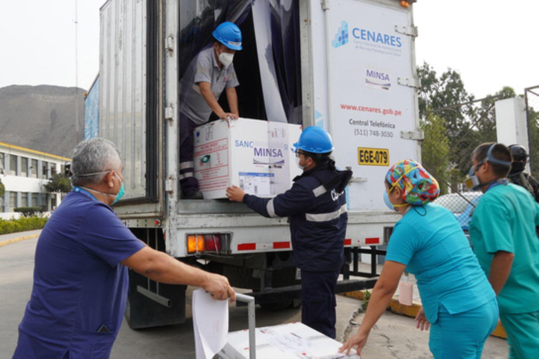 El servicio de Inmunizaciones del HNHU tiene garantizado la cadena de frío para el correcto almacenamiento, y al personal, como licenciados y técnicos en enfermería, quienes se encargarán de la vacunación. Foto:ANDINA/Minsa