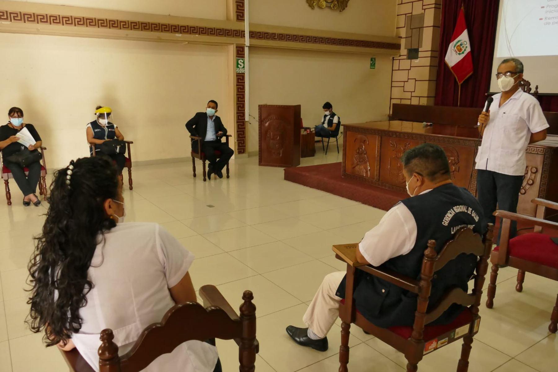 En la sesión extraordinaria del directorio de gerentes del Gore Lambayeque se acordó la adquisición de balones de oxígeno. Foto: ANDINA/Difusión
