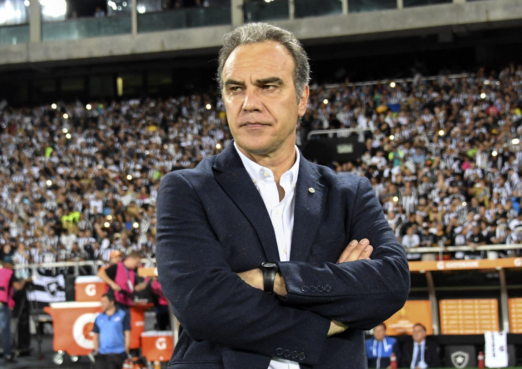 El uruguayo de 59 años tiene vasta experiencia en el fútbol chileno ya que entrenó a la Universidad de Chile y a la Universidad Católica entre 2012 y 2015. Foto: AFP