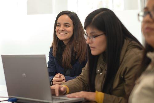 Estudiantes universitarios y recién egresados podrán postular al curso de Negociaciones comerciales internacionales. Foto: Andina/Difusión.