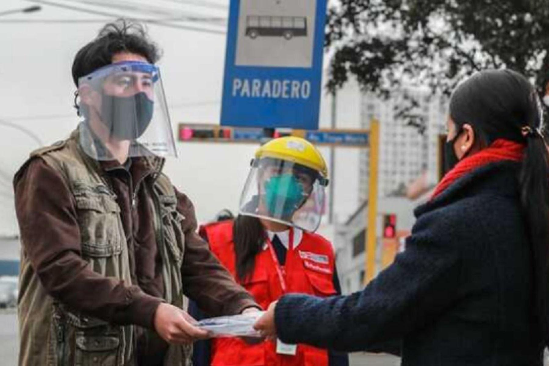 El Ministerio de Transportes y Comunicaciones (MTC) distribuyó más de ocho millones de protectores faciales para los usuarios del transporte público urbano en 141 ciudades del país. Foto: MTC.