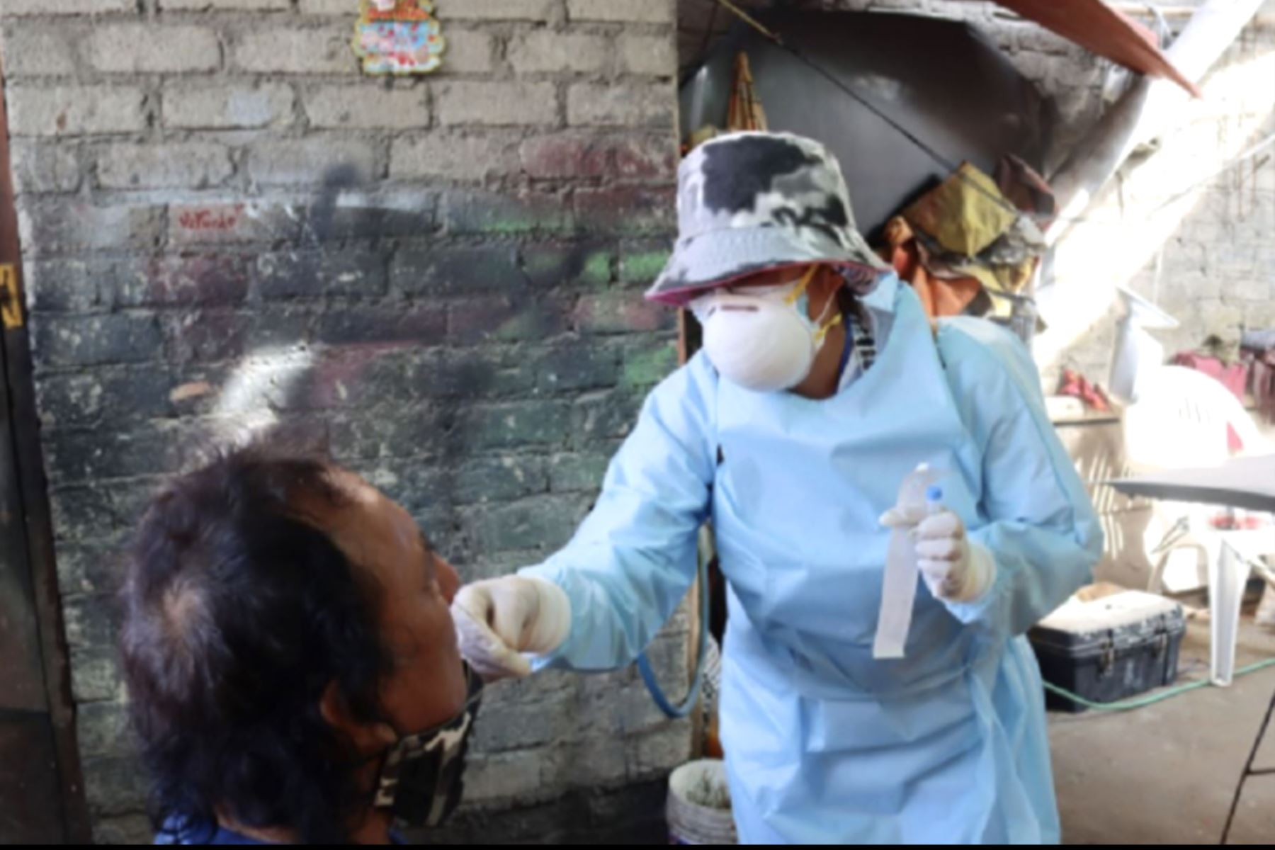La Red de Salud Pacífico Norte, en un trabajo articulado con la Marina de Guerra del Perú, la Policía Nacional del Perú y la municipalidad provincial del Santa, ejecutó la Operación Tayta mediante las visitas casa por casa en Chimbote, con la finalidad de detectar nuevos casos de covid-19.