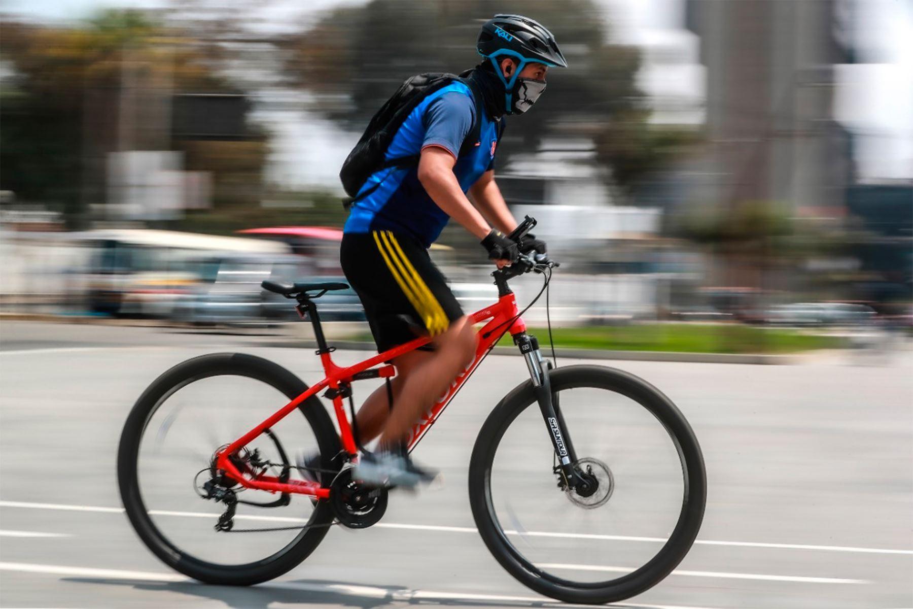 ¡Atención, ciclista! Conoce cómo evitar lesiones musculares mientras manejas