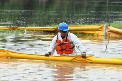 Plus Petrol Norte informó que tras las acciones de limpieza y recojo del crudo en las zonas afectadas del río Corrientes no ha quedado crudo en el agua y continúa el trabajo de limpieza en las orillas. Foto: ANDINA/difusión.