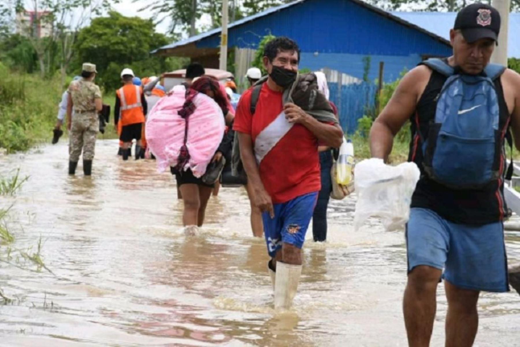 gobierno-regional-de-madre-de-dios-auxilia-a-pobladores-afectados-por-inundaciones