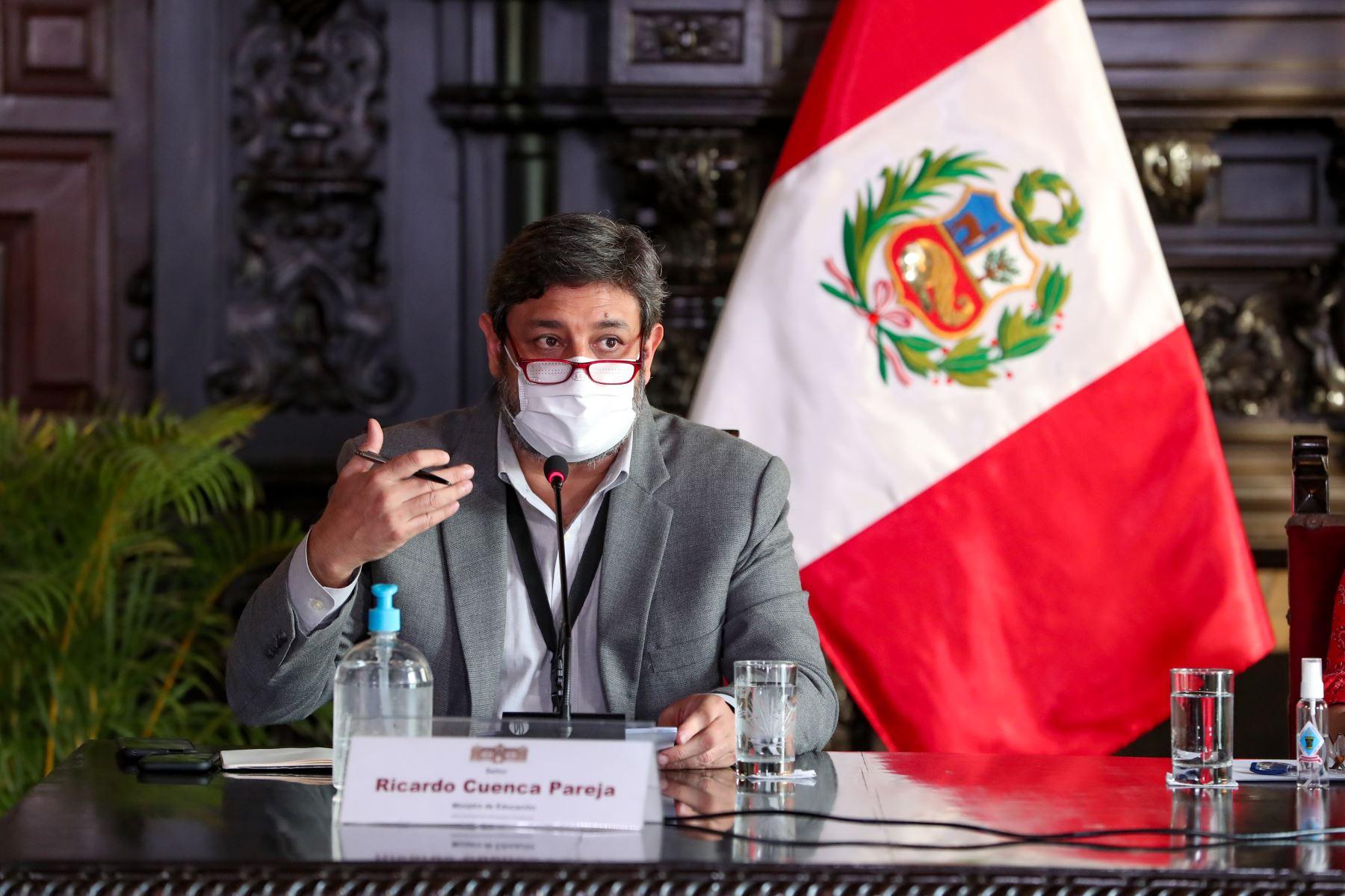 El ministro de Educación, Ricardo Cuenca, ofrece conferencia de prensa. Foto: ANDINA/Difusión