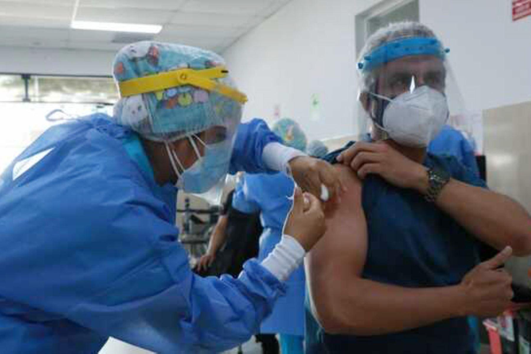 transferiran-mas-de-s-400-millones-al-minsa-para-financiar-compra-de-vacunas