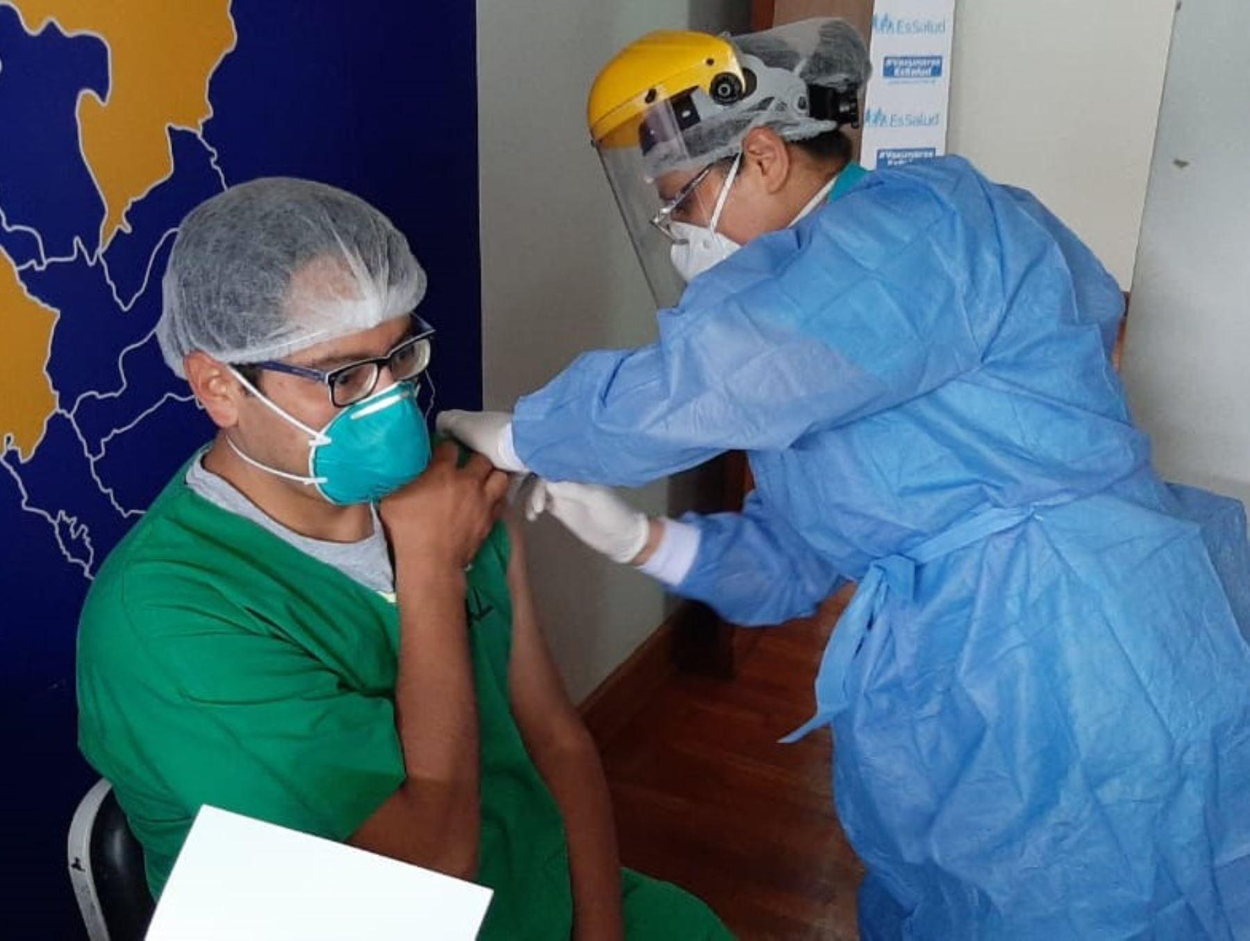 cusco-mas-de-4500-trabajadores-de-la-salud-ya-fueron-vacunados-contra-la-covid-19