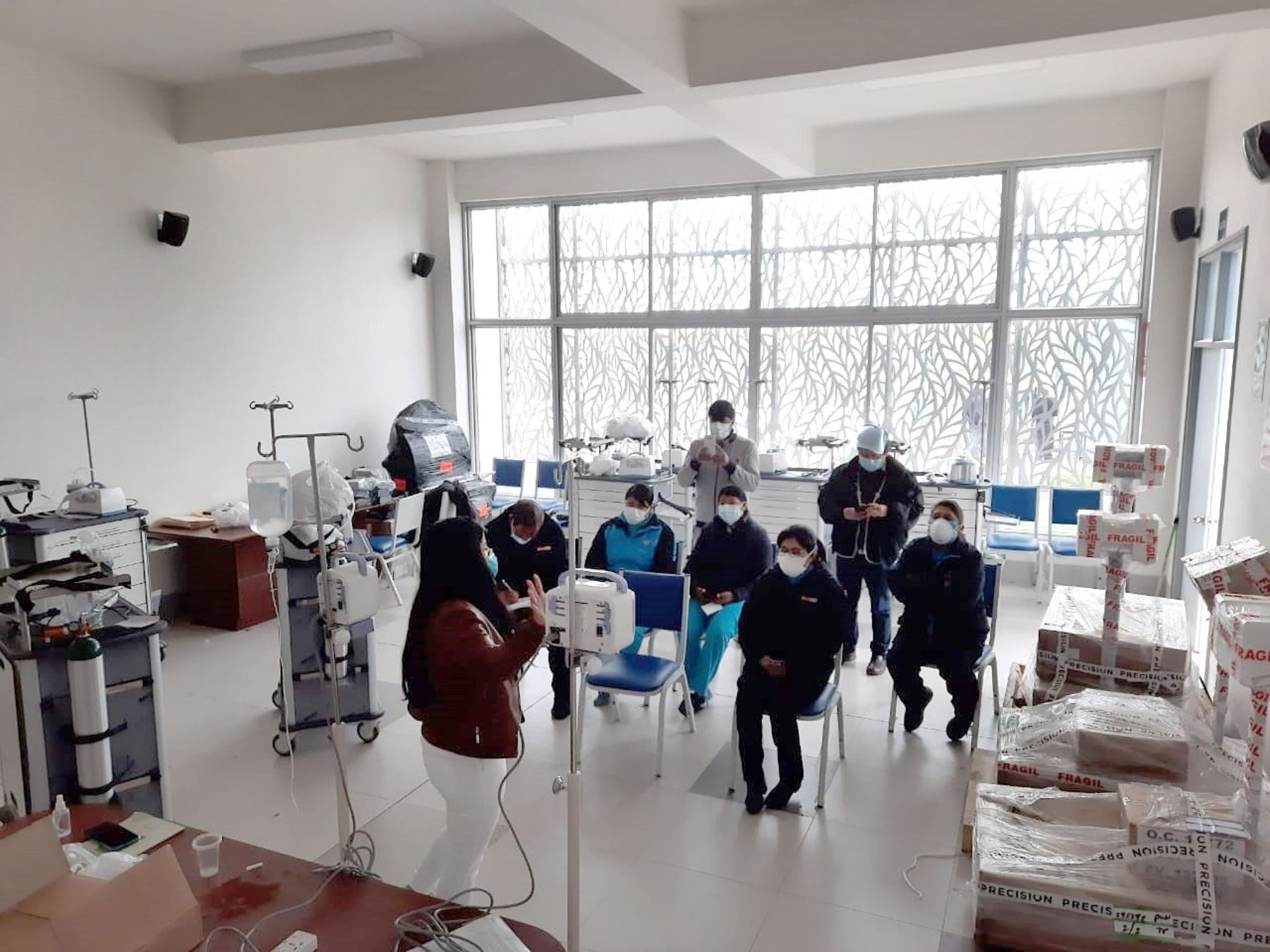 puno-minsa-entrega-equipamiento-medico-al-centro-de-salud-putina