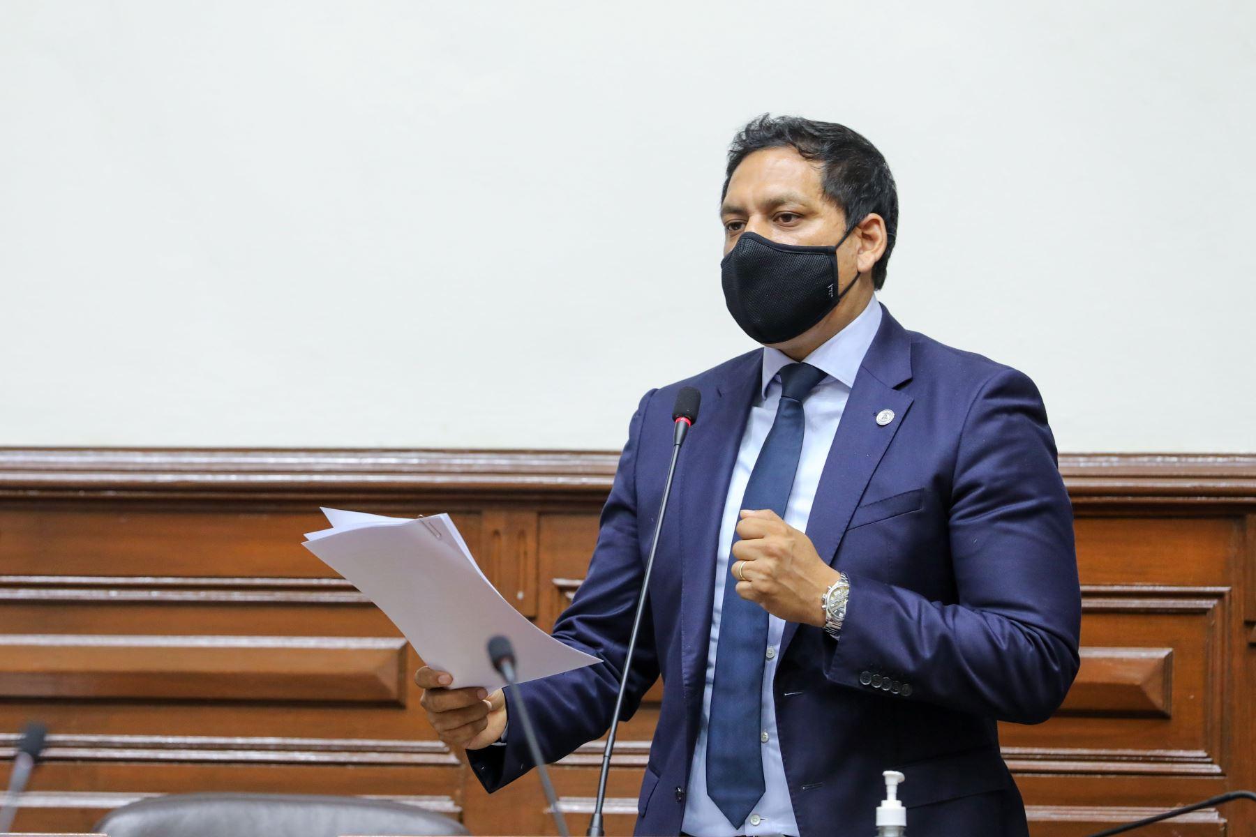 Presidente de la Comisión de Constitución, Luis Valdez. Foto: ANDINA
