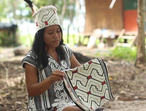 Mujeres artesanas de Ucayali se suman a la conservación del Parque Nacional Alto Purús y firman acuerdo con Sernanp. ANDINA/Difusión