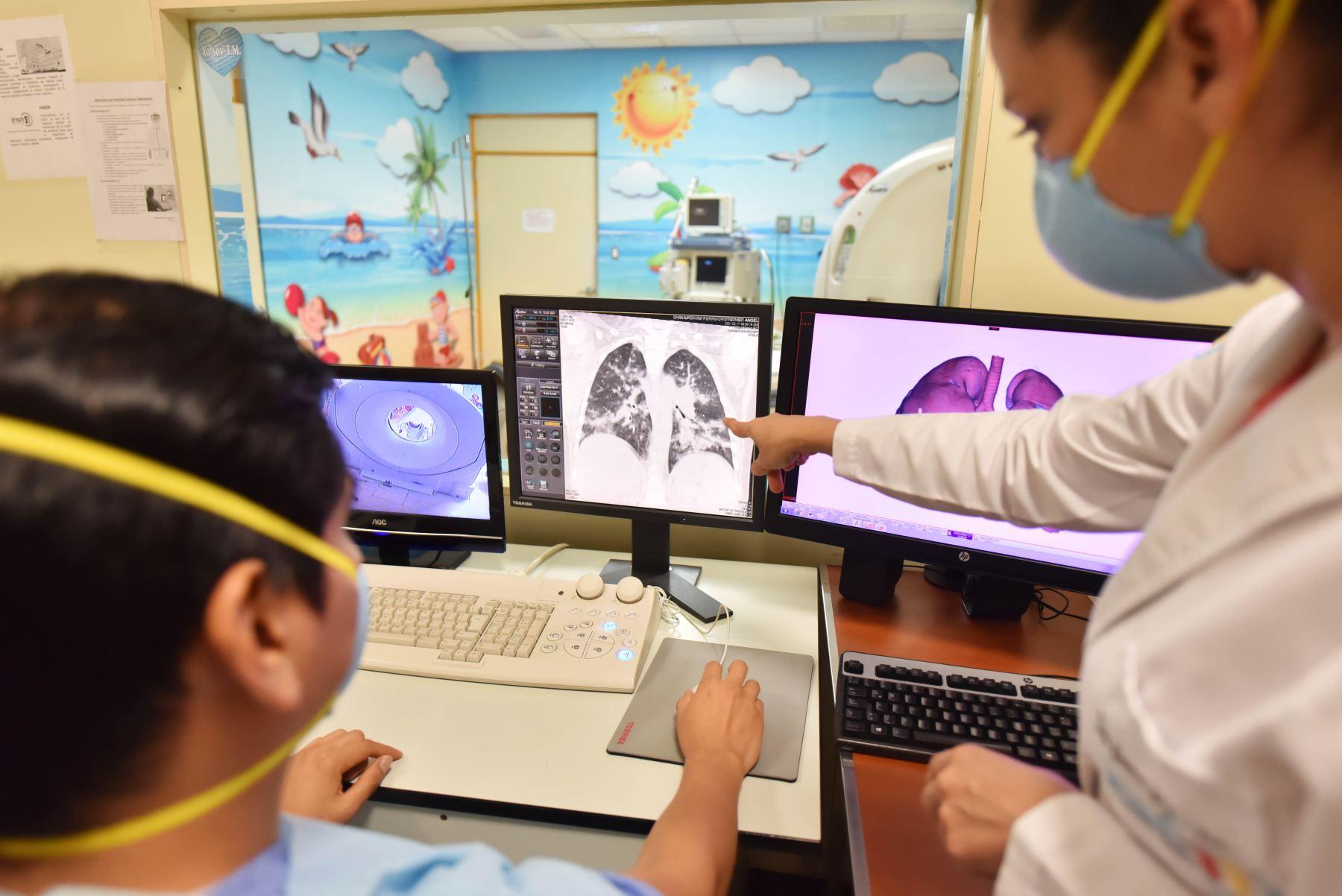 El INSN-San Borja ha detectado que el covid-19 en los adolescentes causa gran compromiso respiratorio y hasta un 70 % de afectación pulmonar. Foto: ANDINA/INSN-San Borja.
