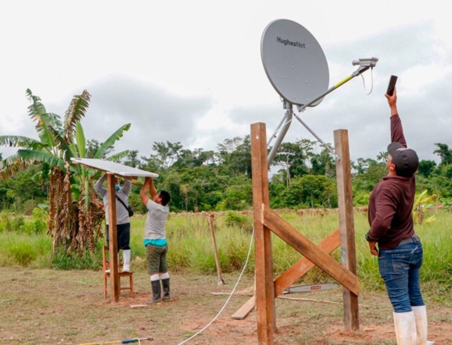 Cáritas del Perú y la Arquidiócesis de Friburgo donaron paneles solares e internet satelital a comunidades indígenas de Madre de Dios. ANDINA/Difusión