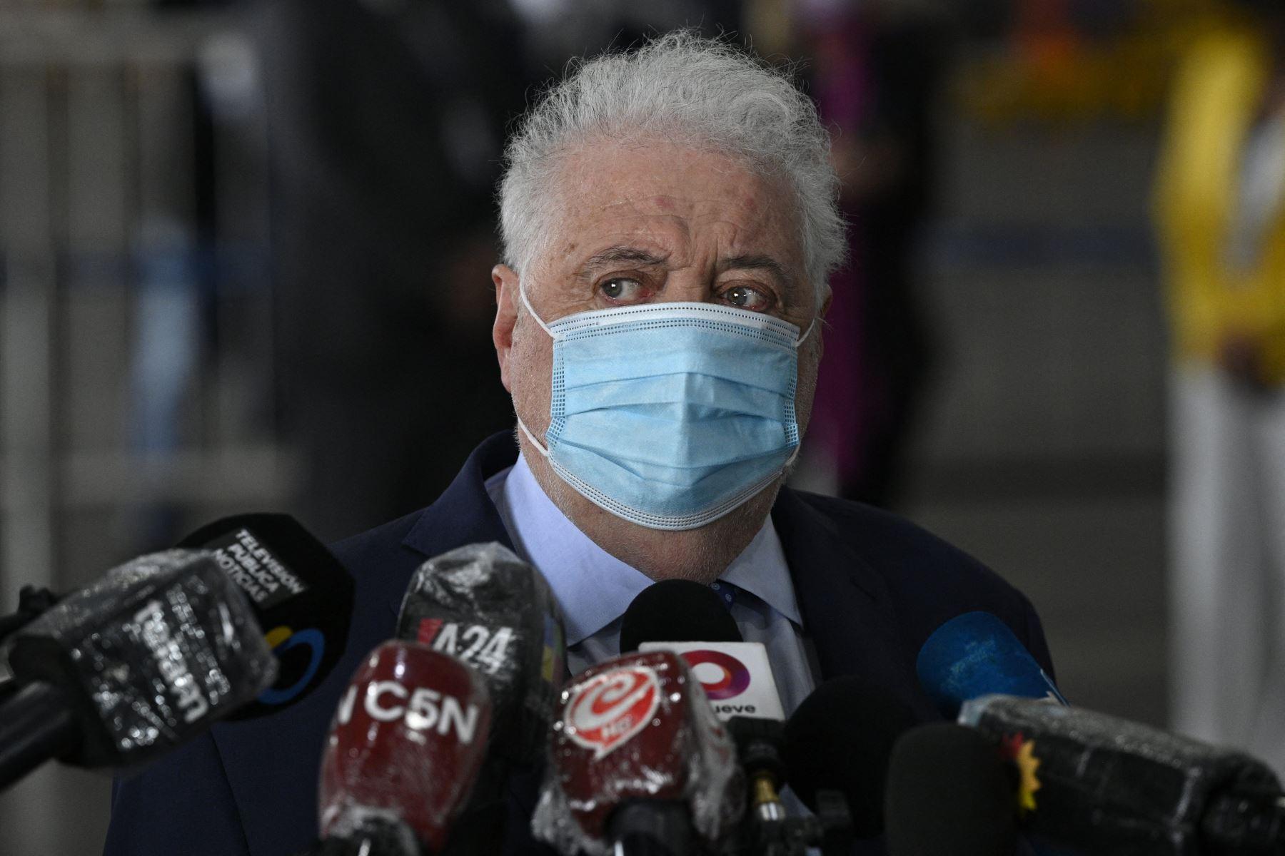 En las últimas horas, diversos medios locales indicaron que otros rostros afines al Gobierno habrían accedido a la vacuna de forma preferencial. Foto: AFP