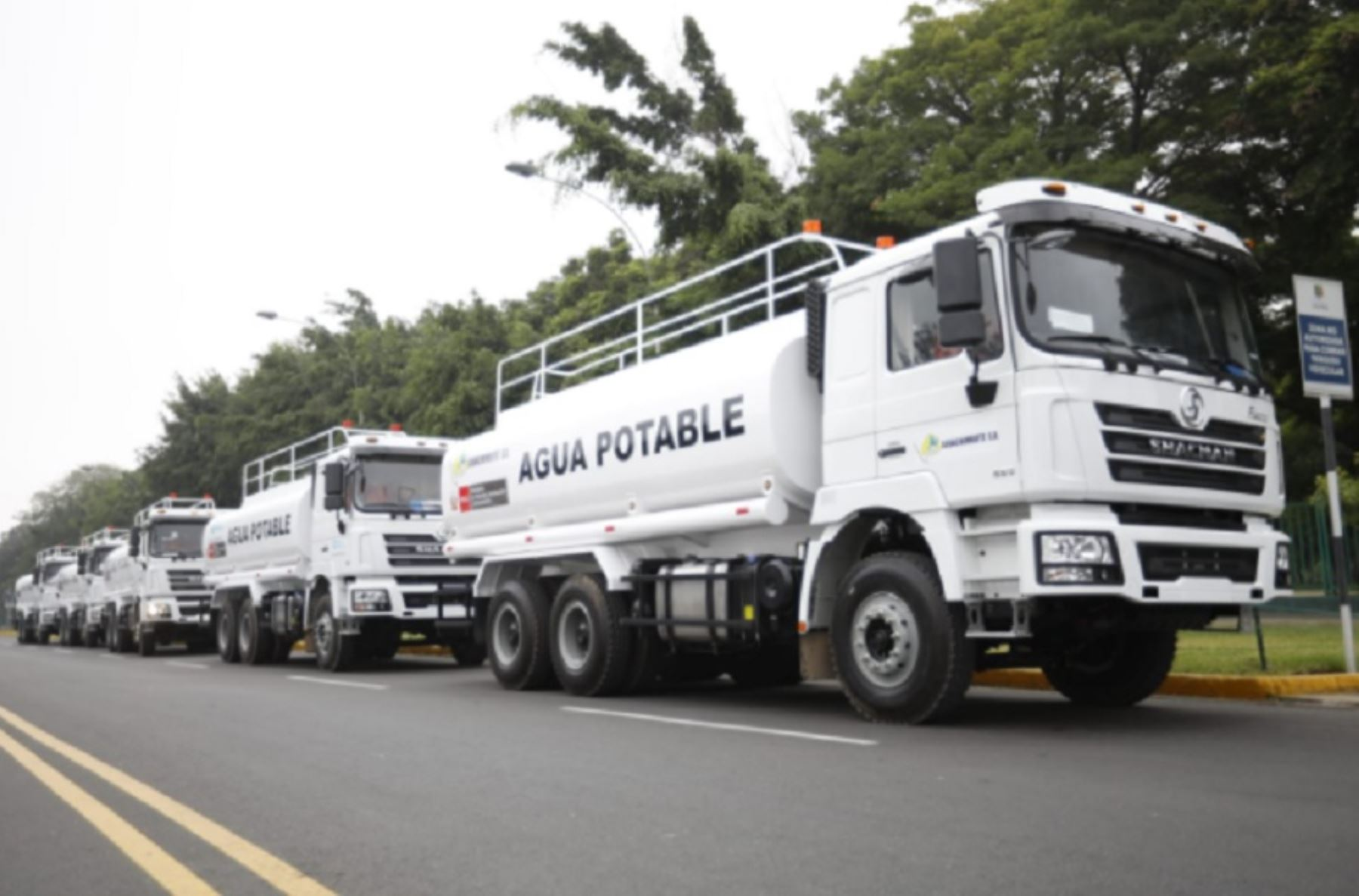 entregan-13-camiones-cisterna-para-dotar-de-agua-potable-a-pobladores-de-ocho-regiones