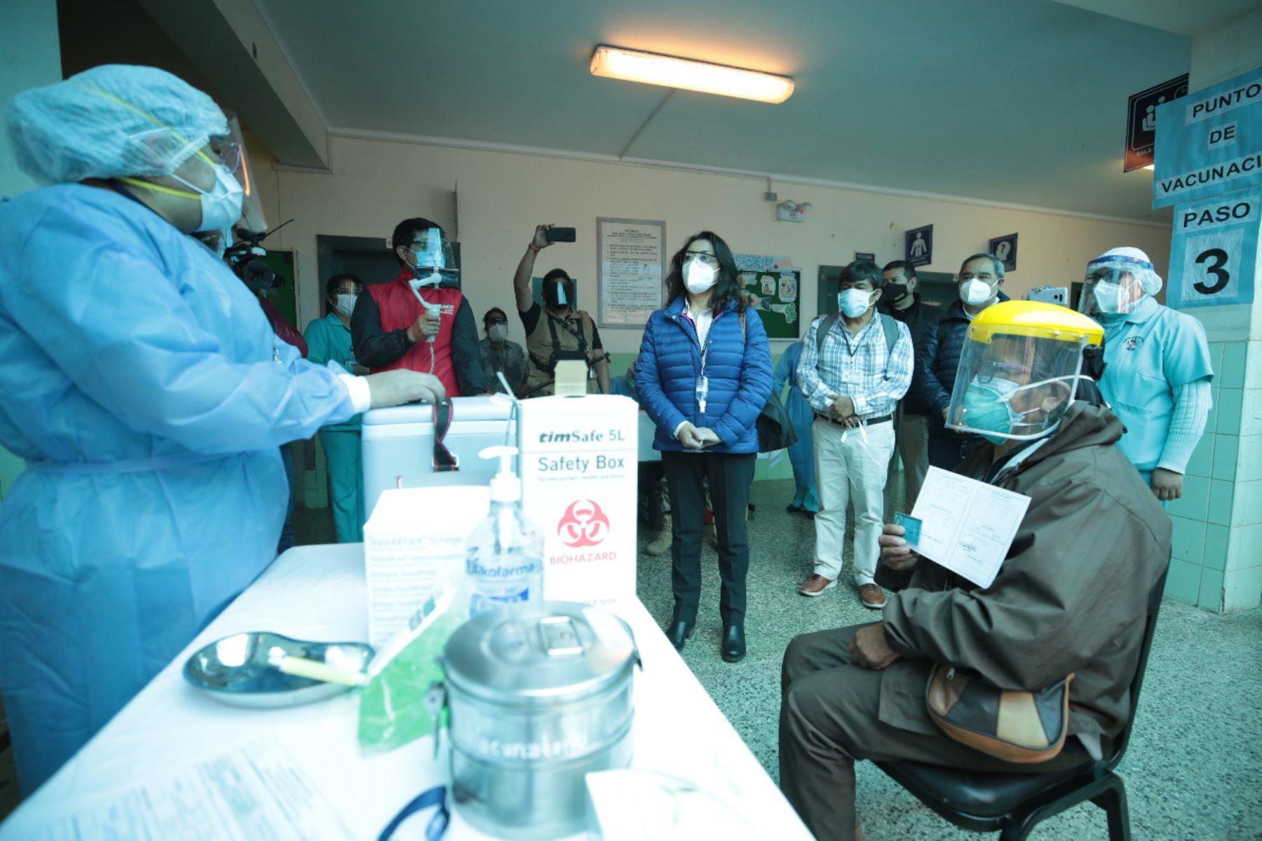 violeta-bermudez-asiste-a-instalacion-de-comando-regional-de-vacunacion-en-cusco