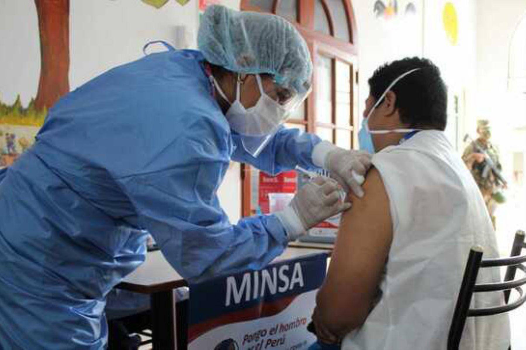 personal-samu-empezo-a-ser-vacunado-contra-la-covid-19