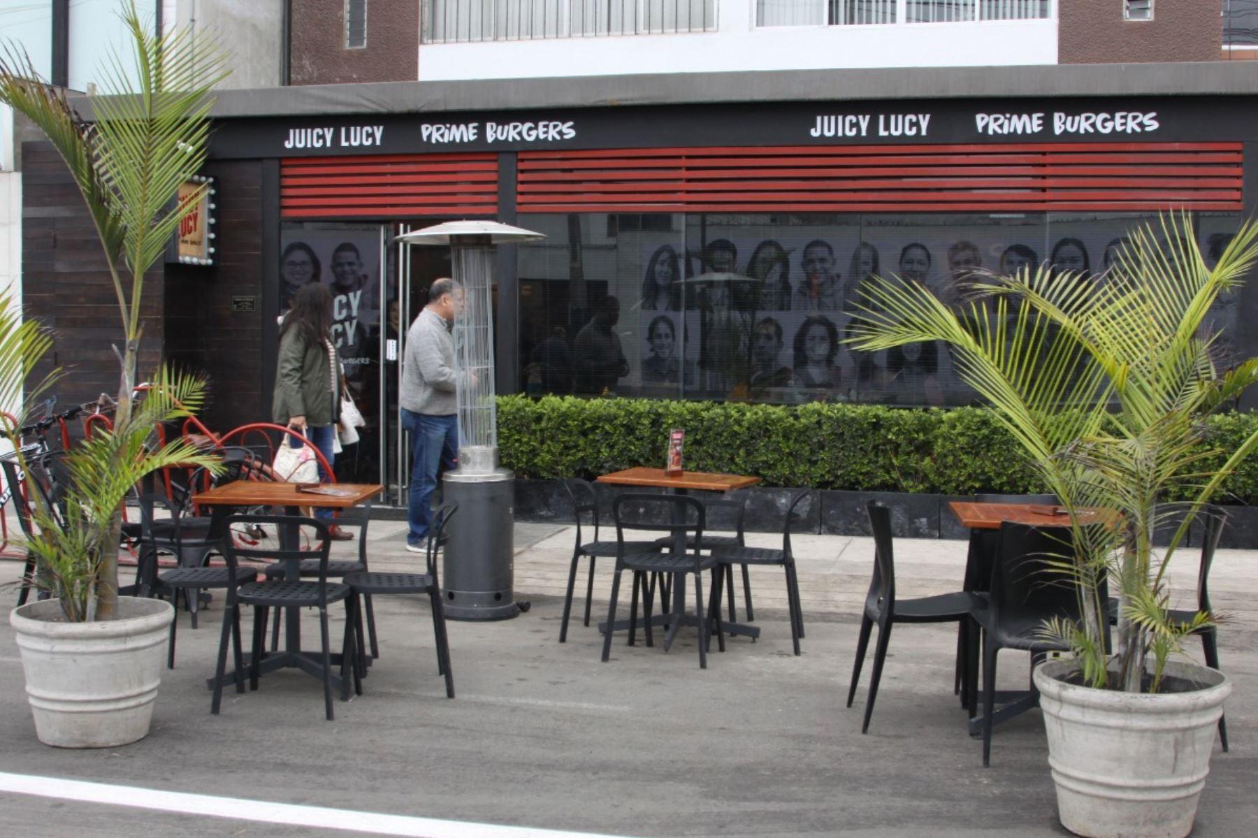 La Municipalidad de Miraflores y y el sector gastronómico piden la revisión de los horarios de atención al público, incluyendo horarios nocturnos. Foto: ANDINA/Andina