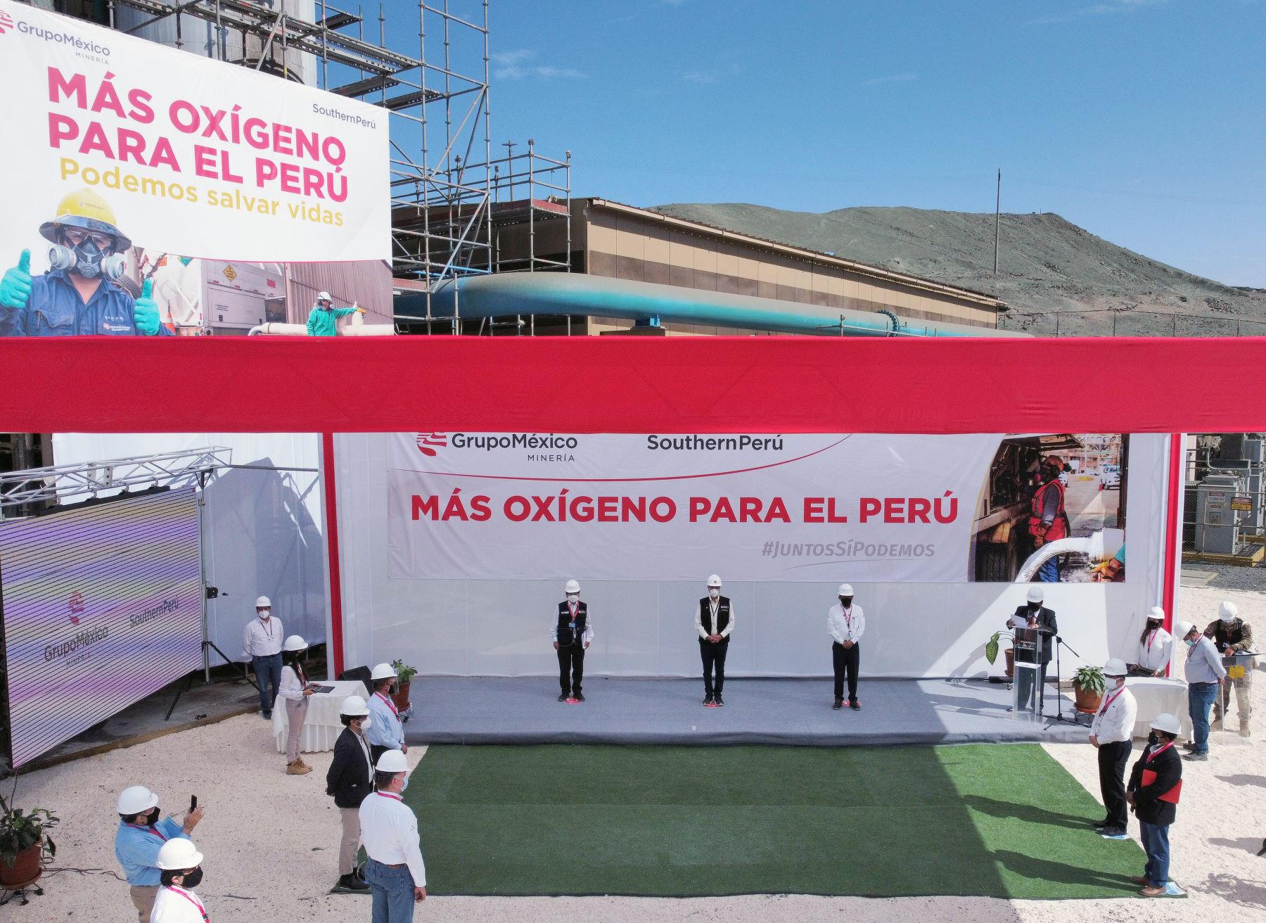 El Presidente de la República , Francisco Sagasti , llegó a la región Moquegua para la entrega de vacunas al personal de salud así como participó de la entrega de la donación de 20 toneladas de oxígeno para el abastecimiento de hospitales y centros médicos. Foto: ANDINA/Presidencia Perú.