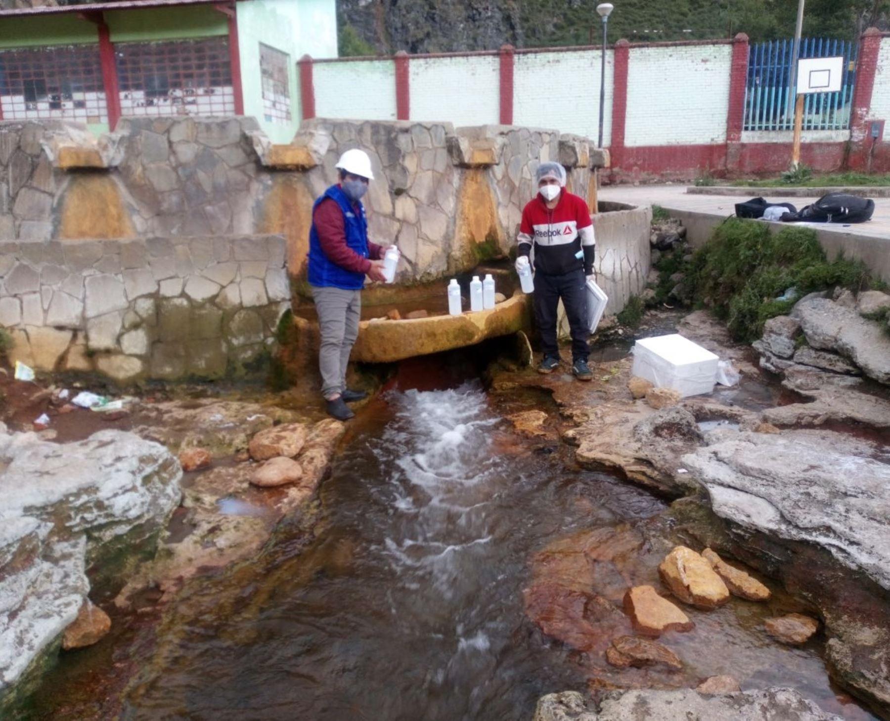 Conoce a Tobías Untiveros, el ingenioso estudiante de Ayacucho que realiza un estudio que propone usar aguas termales en producción de concreto.