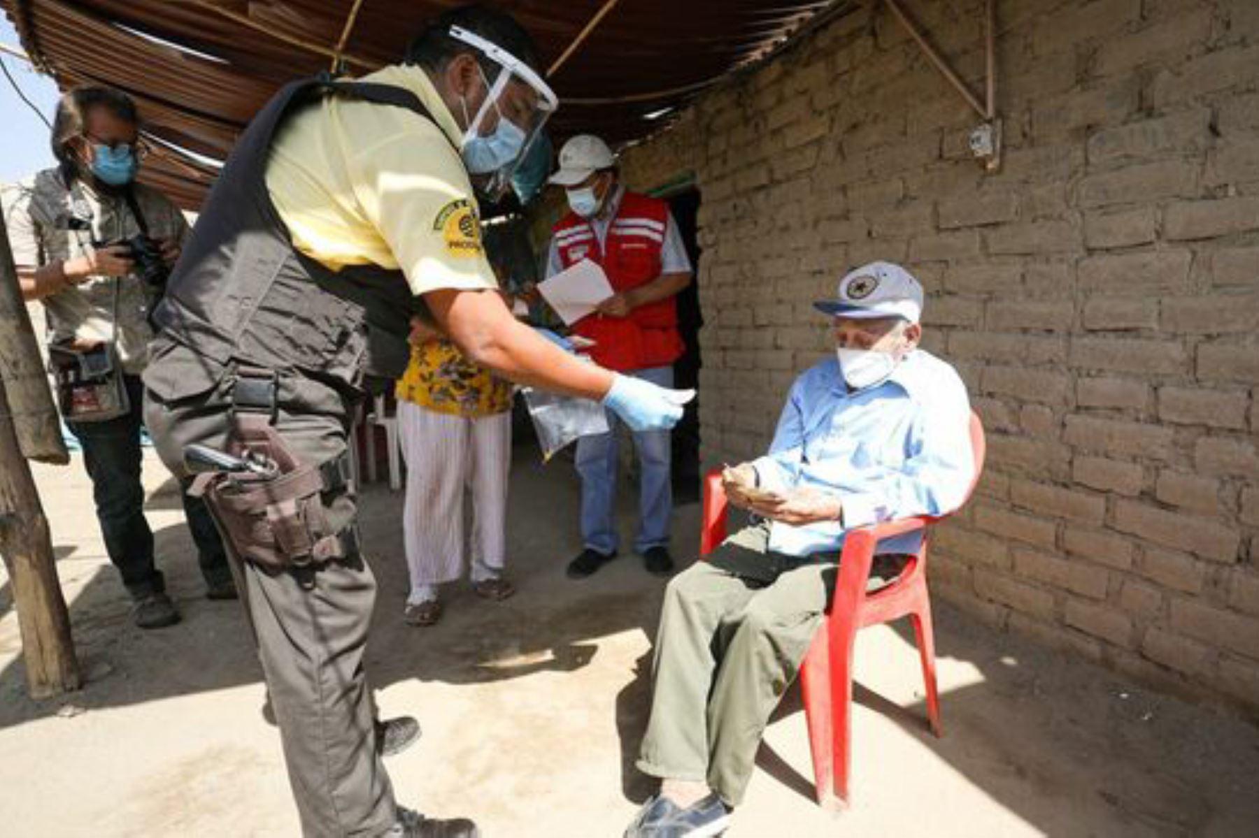 pension-65-mayores-de-80-anos-con-discapacidad-y-viven-solos-reciben-bono-600-en-casa