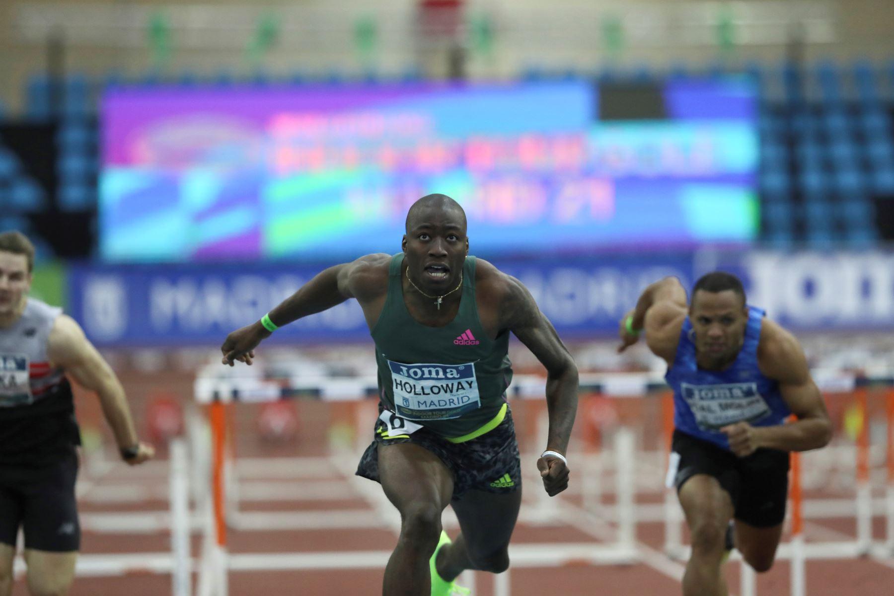El atleta estadounidense Grant Holloway bate el récord mundial de los 60 metros vallas logrado en la Reunión Internacional de Atletismo Villa de Madrid 2021. Foto: EFE