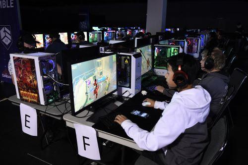 HP ha intentado posicionarse en el mundo de los videojuegos de PC con la marca Omen, pero no le ha ganado terreno a competidores como Corsair, Logitech o Razer. Foto: AFP