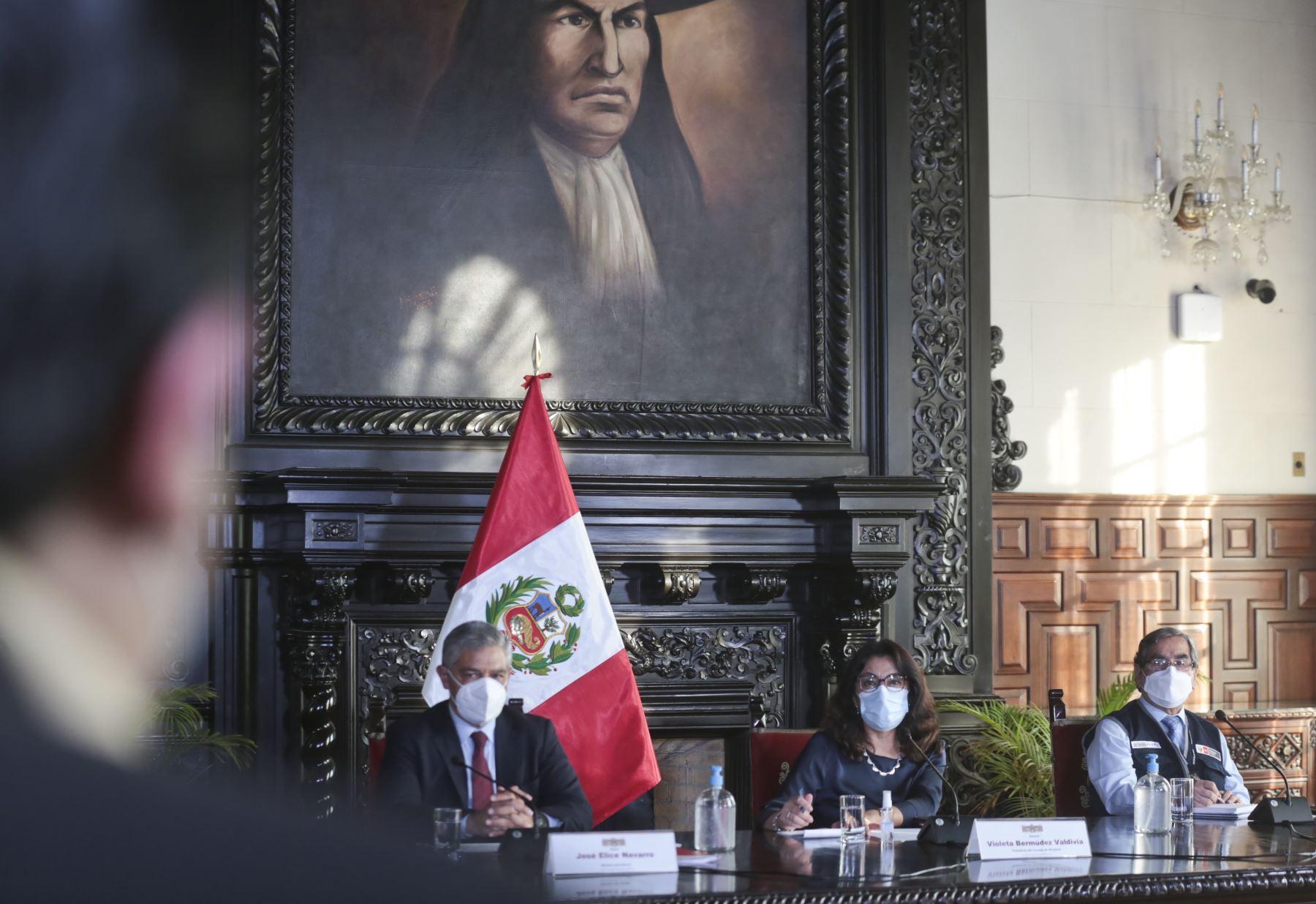 Presidenta del Consejo de Ministros, Violeta Bermúdez y ministros de Estado del sector Interior y Salud  brindan conferencia de prensa. Foto: PCM
