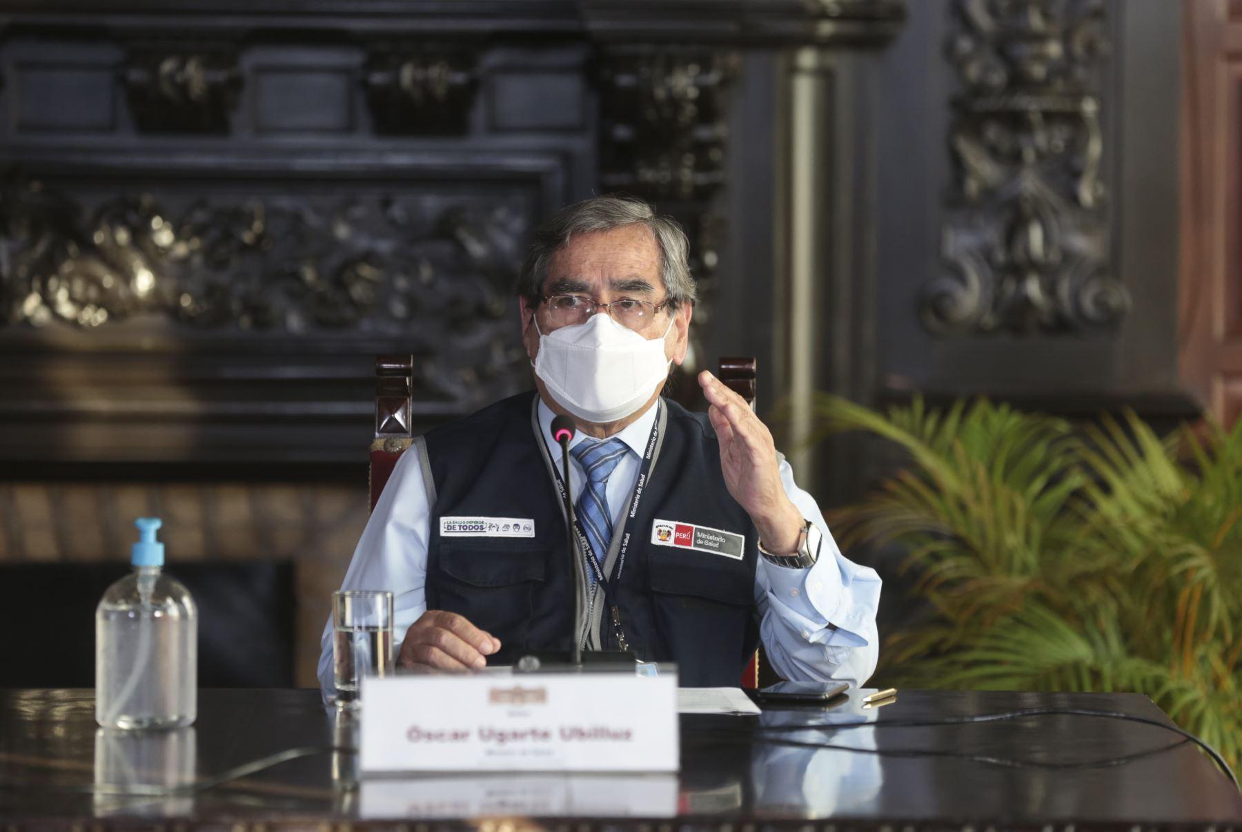 Ministro de Salud, Oscar Ugarte brinda conferencia de prensa. Foto: PCM