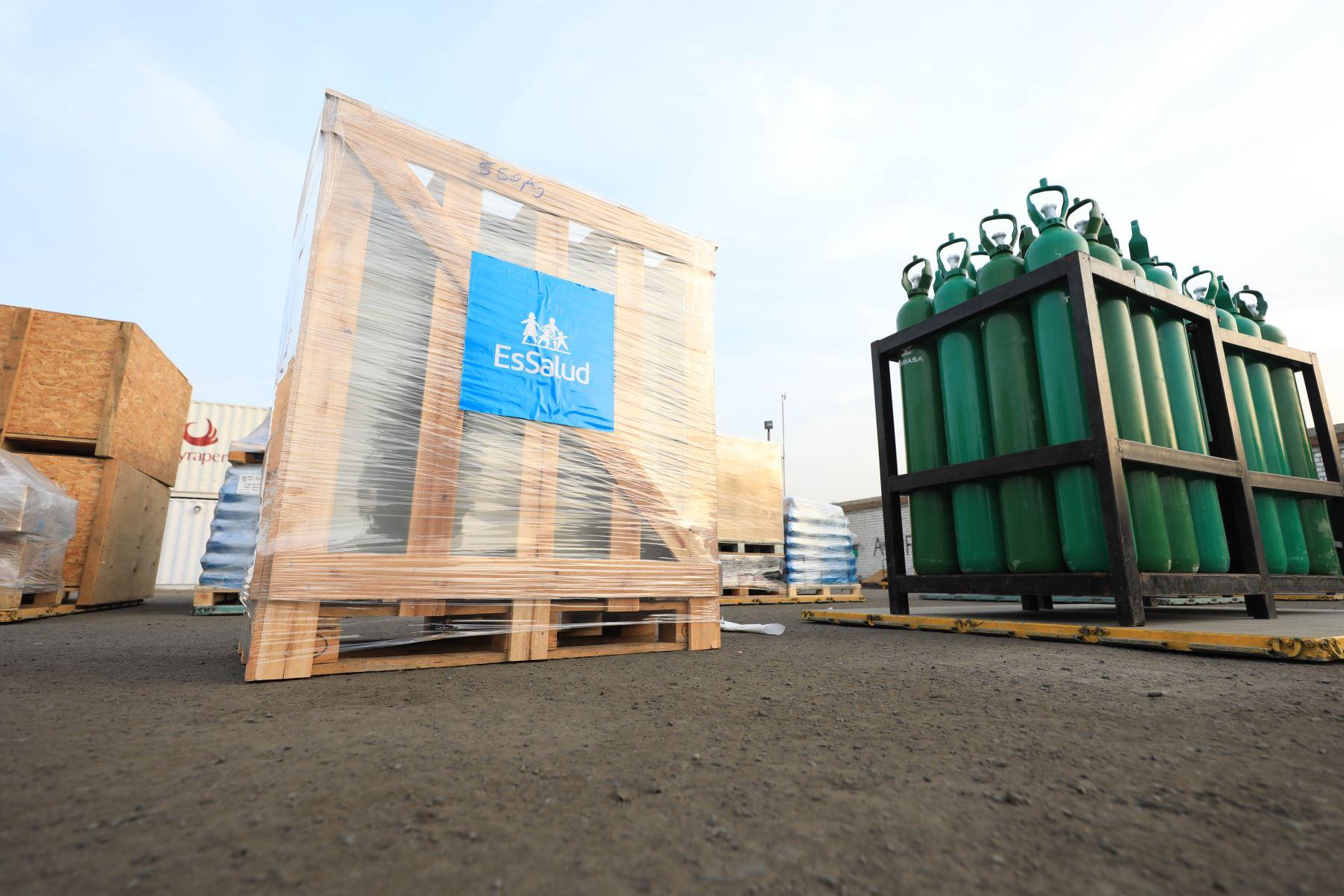 Una nueva planta de producción de oxígeno medicinal fue enviada a Loreto por EsSalud con el fin de fortalecer el abastecimiento de este vital insumo ante la alta demanda por la segunda ola de contagios por la covid-19 que registra esa región. Foto: EsSalud