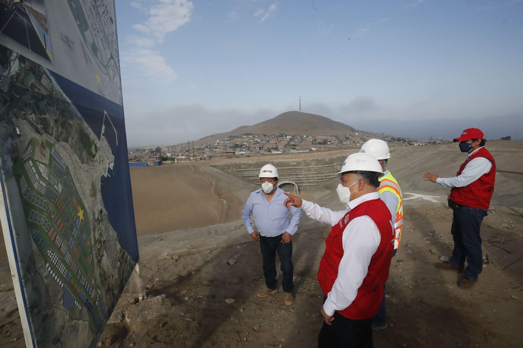 El ministro de Transportes y Comunicaciones,  Eduardo Gonzalez, inspeccionó esta mañana el Terminal Portuario Multipropósito de Chancay que se convertirá en una de las principales puertas de entrada al Perú y será un centro complementario al puerto del Callao en carga de contenedores. Foto: ANDINA/Juan Carlos Guzmán