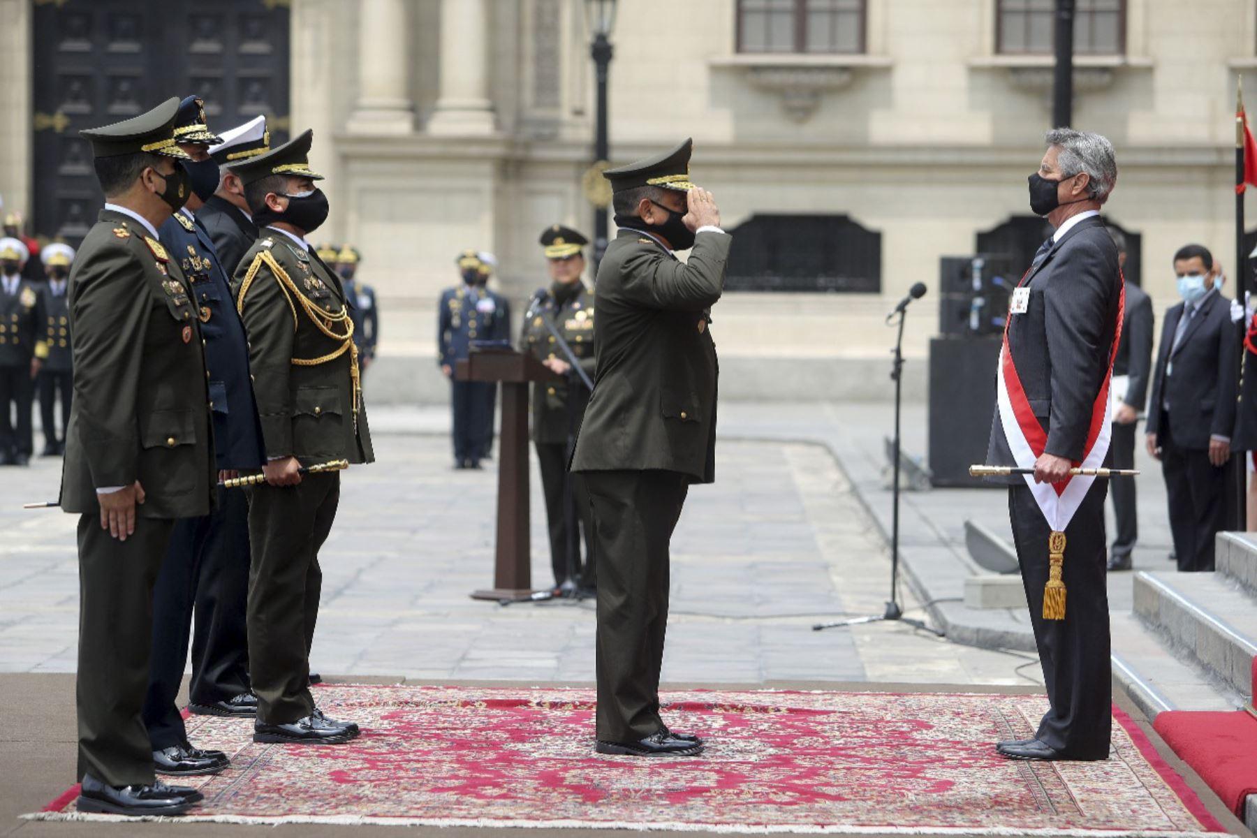 Ceremonia de su reconocimiento como jefe supremo de las FF.AA. y la PNP. Los primeros 100 días del presidente Francisco Sagasti. Foto: ANDINA