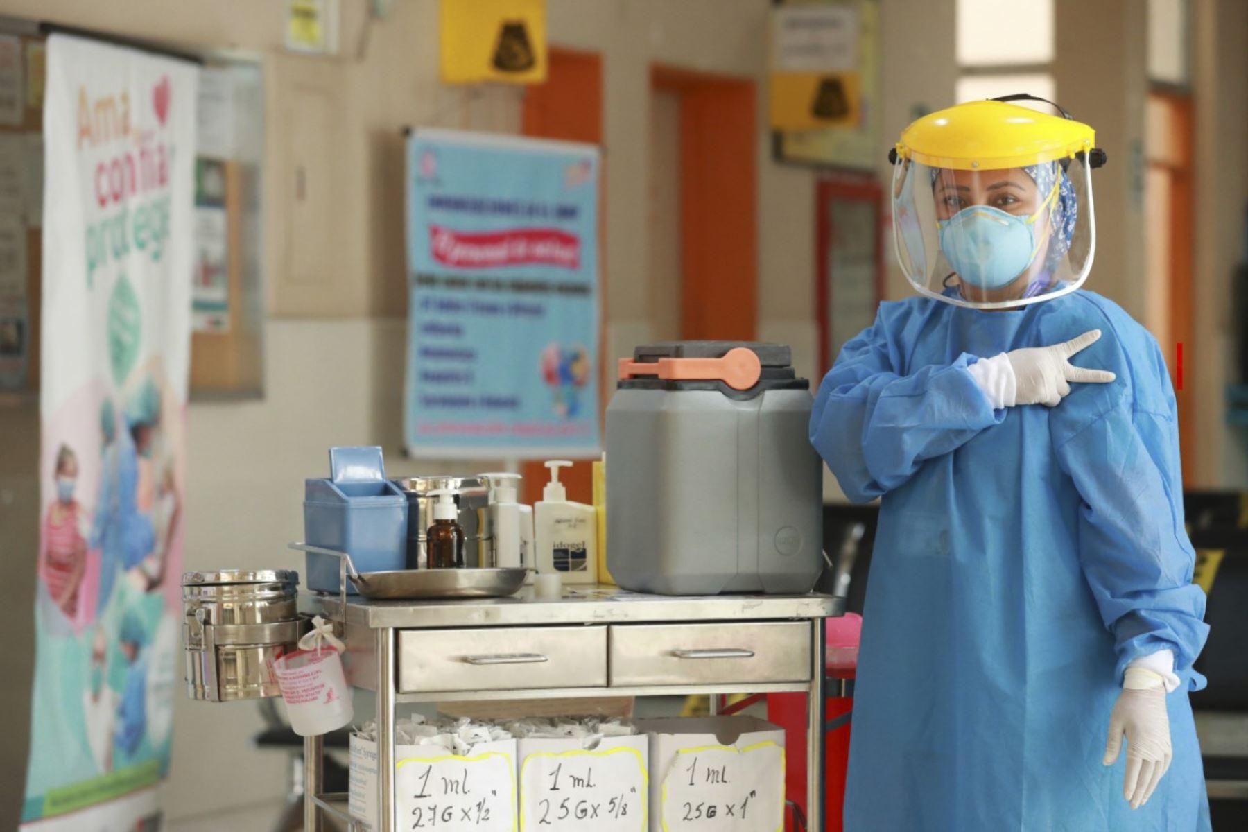 Inicio de vacunación al personal de la primera línea. Los primeros 100 días del presidente Francisco Sagasti. Foto: ANDINA