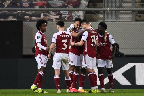 Arsenal vence 3-2 a Benfica por la Europa League
