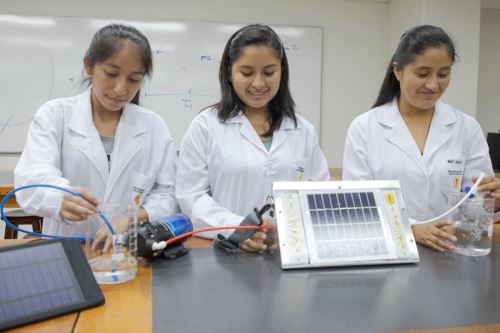 Las postulantes tendrán dos oportunidades para ganar la beca Mujeres en Ciencia