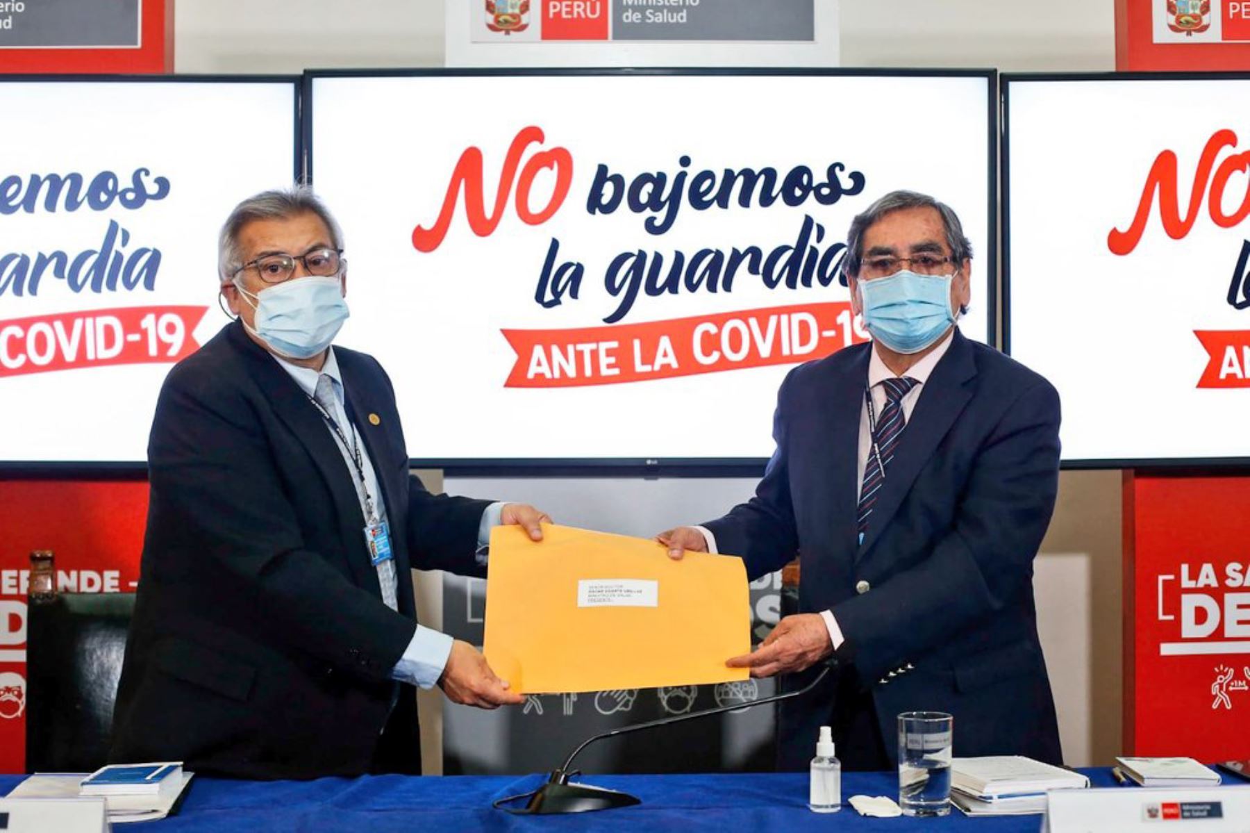 El ministro de Salud Óscar Ugarte, felicitó el trabajo realizado por la Comisión Sectorial investigadora y agradeció que se haya cumplido el plazo de diez días en que se comprometió entregar la información. Foto:ANDINA/Minsa