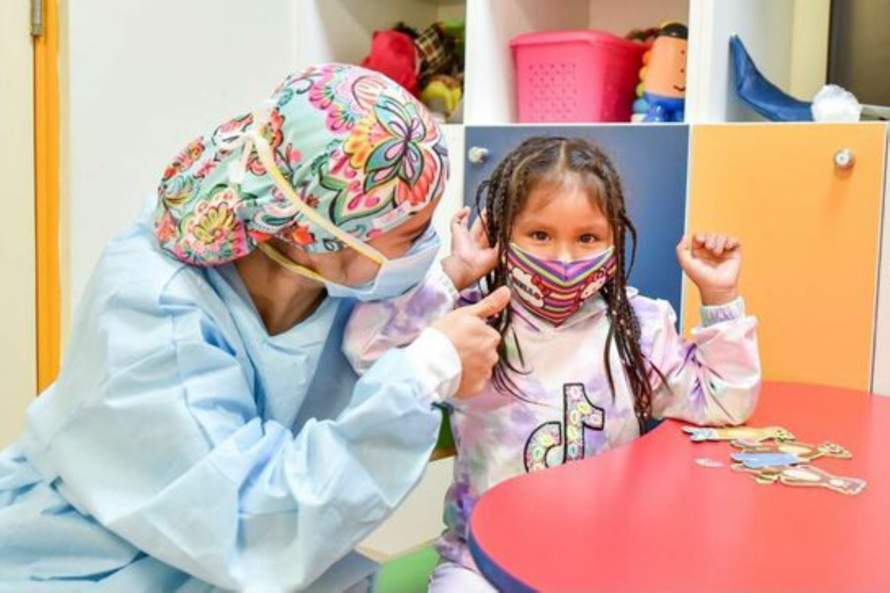 En el Perú, de cada mil niños nacidos al año, cinco tienen algún grado de disminución auditiva y 2 de ellos presentan sordera. Ellos requieren de un implante coclear antes de los 5 años, de lo contrario tendrán una discapacidad auditiva. Foto: ANDINA/Minsa