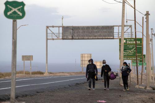 Migrantes venezolanos cruzan a pie el altiplano, la última frontera hacia Chile