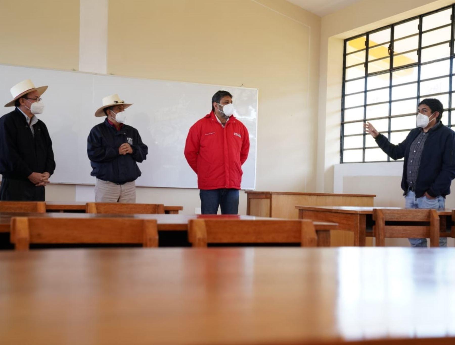 Ministro de Educación, Ricardo Cuenca, afirmó que es imperioso el retorno gradual a clases escolares presenciales para cerrar las brechas de desigualdad.