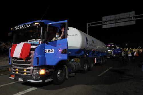 Llegan al Perú las primeras 40 toneladas de oxígeno importadas de Chile