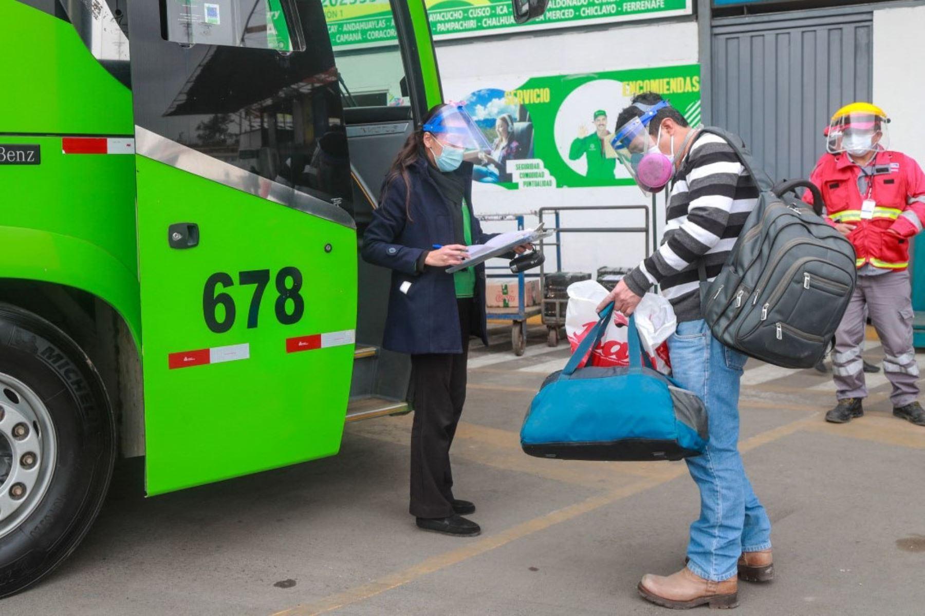 A partir del 1 de marzo el transporte interprovincial terrestre de pasajeros se reanudará en las 24 provincias con nivel de alerta sanitaria extremo, aunque el aforo permitido será del 50 % al 100 % regulado por el Ministerio de Transportes y Comunicaciones (MTC). Foto: ANDINA/difusión.