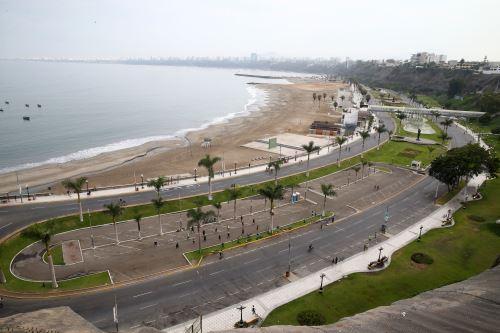 Ciudadanos realizan actividades deportivas en playas de la Costa Verde