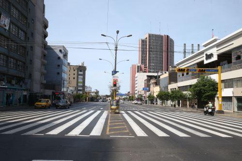 Así lucen las  calles del Centro de Lima en el último día de cuarentena
