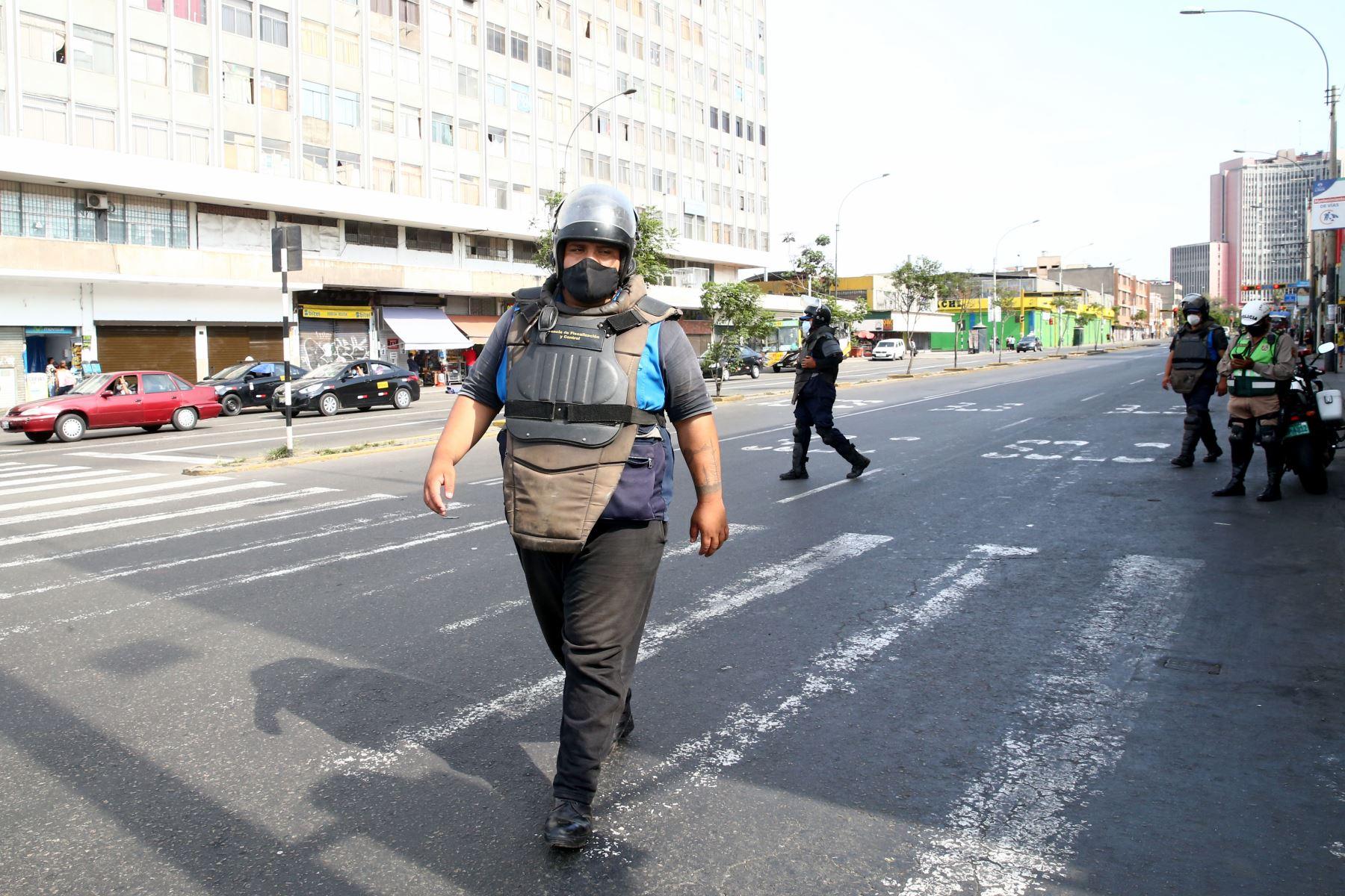 Hoy es el último día de la cuarentena establecida por el Gobierno para enfrentar el covid-19 en Lima Metropolitana, el Callao y demás provincias consideradas en nivel de alerta extremo. Imagen de la Av. Abancay. Foto: ANDINA/Vidal Tarqui