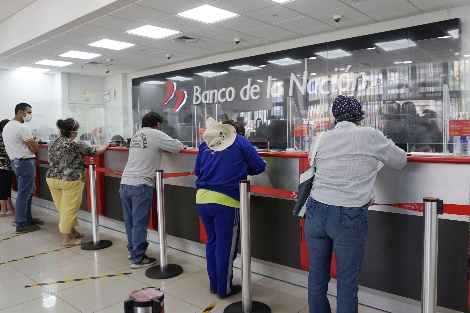 La campaña Agencias Libres del Banco de la Nación busca orientar a todos los beneficiarios del Bono 600 para que ubiquen los locales más cercanos y con menor afluencia de público visitando la página web. Foto: Banco de la Nación