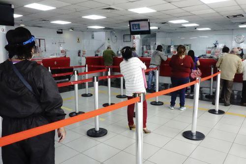 El Banco de la Nación invoca al público a revisar la lista de las agencias madrugadoras, operativas y con cierre temporal a través de www.bn.com.pe o en su página de Facebook con el check azulANDINA/Difusión
